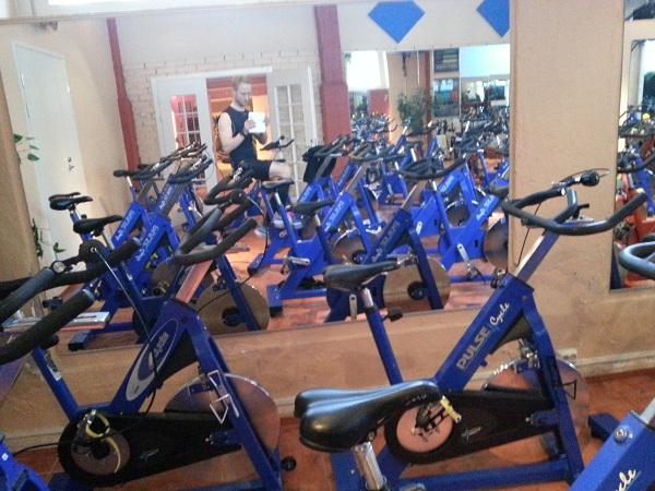 Långpass på cykel och crosstrainer