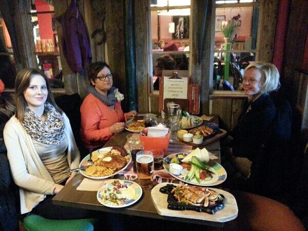 Middag med tjejerna och dagens morgonpass