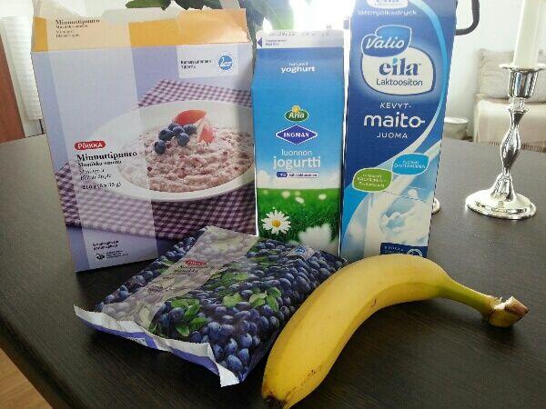 ingredienserna till havre- och blåbärssmoothien