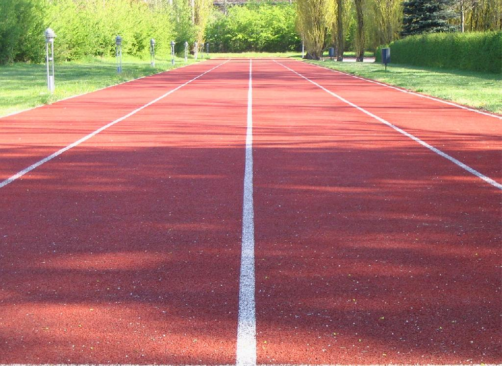 100 meters [_running track with four lanes_]