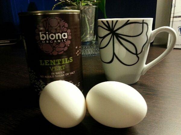morgonmål linser, ägg, kaffe