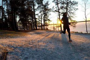 löpning i vinterlandskap